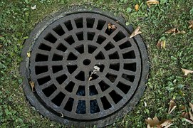 sewer-cover-178443__180